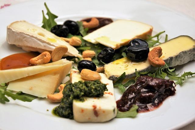 מגש גבינות כחולות וקשות