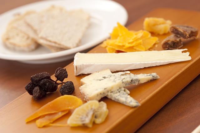 גבינות עם פירות יבשים